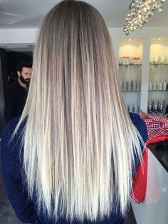 Sleek Ash Blonde Hair - 40 Styles with Medium Blonde Hair for Major Inspiration - The Trending Hairstyle Sombre Hair, Hair Color Balayage, Blonde Balayage, Hair Highlights, Honey Balayage, Brown Balayage, Medium Blonde Hair, Blonde Hair Looks, Brown Blonde Hair