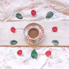 be grateful. Slow down. Enjoy life. . . . . #teaandseasons #momentsofmine #sunday_sundries #flatlaytoday #flatlayforever #simpleandstill #meandmyeverydayvibes #itsastill_life #softdreamyphotography  #tv_flowers #styleonmytable #cupsinframe #beautyyouseek #tv_stilllife