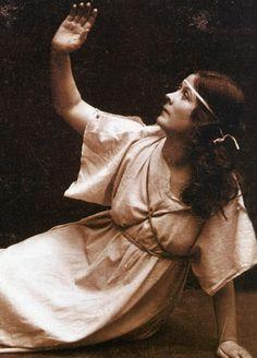 * Isadora Duncan, Modern Dance, Her World, Dancer, Statue, American, Photography, Artists, People