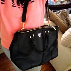 Tory Burch Black Robinson Older bag damage to handles otherwise clean. Measures about 14 inches wide and 9 inches deep. Inside royal blue . Has mirror that attaches see additional photos. Snaps are on ends of bag. It has double zips. Tory Burch Bags Totes