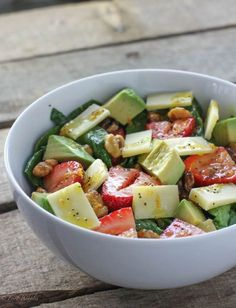 Strawberry Avocado Spinach Salad - FoodBabbles.com