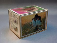Cadre photo rectangulaire design . Cube rétro support ou porte photo en plastique transparent . Décoration . Vintage Années 70
