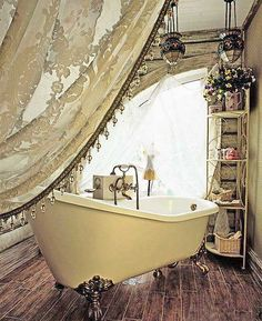 I love the vintage, claw foot tub