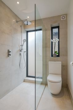 Decorating a small bathroom is so hard, but there are 3 main ways to make it warm, cosy and inviting. Check out these bathroom tips. They're essential for your bathroom reno, bathroom makeover or bathroom decorating project. Bathroom Renos, Bathroom Layout, Bathroom Interior Design, Bathroom Ideas, Bathroom Styling, Bathroom Storage, Cosy Bathroom, Rental Bathroom, Bathroom Canvas