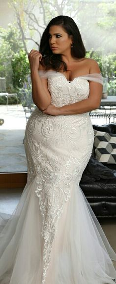 Super sexy mermaid plus size lace wedding gown from Studio Levana. Kris 2018