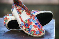As sapatilhas custam R$ 30 cada par e podem ser compradas no Bazar & Brechó do Projeto Arrastão. Futuramente elas serão vendidas online no site do Projeto Arrastão.