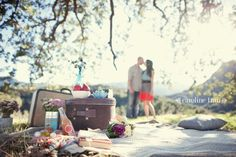 I simply can't get this vintage picnic anniversary) photo shoot outta my head. Designer Jen of Green Wedding Shoes teamed up with ama. Picnic Photography, Couple Photography, Engagement Photography, Maternity Photography, Photography Ideas, Fall Picnic, Picnic Theme, Garden Picnic, Summer Picnic