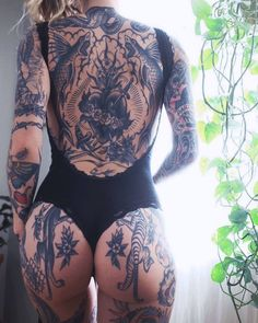 · Repost · See for more traditional tattoos. Hot Tattoos, Body Art Tattoos, Girl Tattoos, Sleeve Tattoos, Hot Tattoo Girls, Tattoed Girls, Inked Girls, Tattoo Old School, Tattoo Model Mann