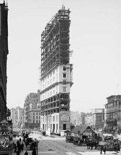 Times Building under construction, Times Square, New York, Vintage Photo -the start of times sq. Vintage New York, Retro Vintage, Old Pictures, Old Photos, Random Pictures, Funny Pictures, Photographie New York, Photo New York, Photos Rares