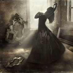Dance makes everything absolutely beautiful. Fantasy World, Dark Fantasy, Fantasy Art, La Danse Macabre, Fashion Fotografie, Foto Portrait, Portraits, Tumblr, Gothic Art