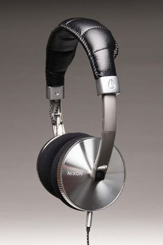 Holy Chrome! Nixon Headphones. Loja billabong Store Porto Alegre