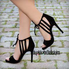 Siyah Kısa Topuklu Ayakkabı