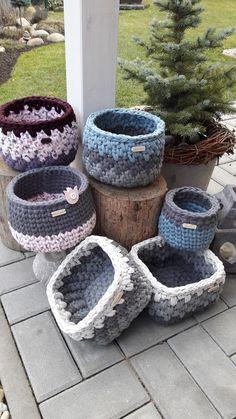 23 Clever DIY Christmas Decoration Ideas By Crafty Panda Diy Crochet Basket, Crochet Bowl, Crochet Basket Pattern, Crochet Stitches Patterns, Knit Crochet, Deco Nature, Basket Weaving, Woven Baskets, Crochet Accessories