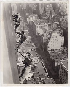 ICONIC New York SHARP 1935 press photo washing the windows of the big apple VTG