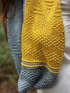 Ottavio is a simple cowl worked flat. Starting with a provisional cast-on, the simple chevron pattern is easy to work up. The ridiculously squishy Crater Lake bulky yarn makes a generous cowl that you can wear as a long loop or as a twisted cozy neck warmer.