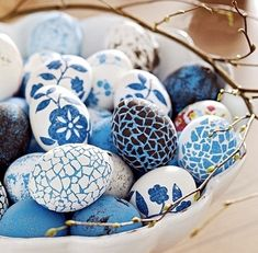 4 brilliant techniques for beautiful, budget Easter egg decorating (easy too!).