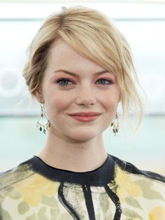 Emma Stone at the Moscow premiere of The Amazing Spider-Man: http://beautyeditor.ca/2012/06/22/how-amazing-does-emma-stone-look-on-her-amazing-spider-man-tour-lets-count-the-ways-and-steal-some-ideas/