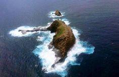 Roccia a forma di elefante immerso nell acqua.