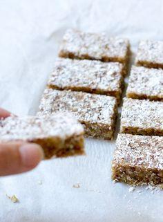 Fruit tart recipe vegan gluten free New ideas Tart Recipes, Raw Food Recipes, Gourmet Recipes, Sweet Recipes, Dessert Recipes, Healthy Bars, Healthy Sweets, Healthy Baking, Good Food