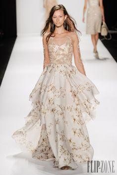 Badgley Mischka spring/summer 2015 collection – New York fashion week Vestidos Fashion, Glamour, Costume, Badgley Mischka, Couture Dresses, Beautiful Gowns, Dream Dress, New York Fashion, London Fashion