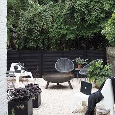 my scandinavian home: Cate St Hill's Scandinavian Inspired London Oasis – Garden Ideas – Garden Design Fire Pit Backyard, Backyard Patio, Backyard Landscaping, Landscaping Ideas, Backyard Ideas, Garden Furniture, Outdoor Furniture Sets, Outdoor Decor, Antique Furniture
