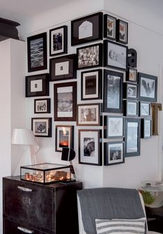 Are you having problem deciding what size or kind of wall style to pick? These wall surface decoration suggestions and also tips are mosting likely to assist you dominate those troubles. Decor, Interior, Home Art, Cozy House, Home Decor, House Interior, Home Deco, Gallery Wall Layout, Trendy Home