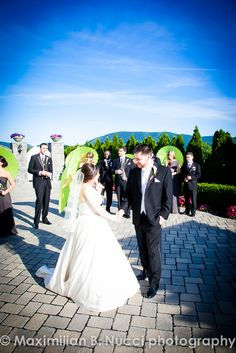 #AnthonysPier9, #weddingparasols, bride and groom, bridal party, outdoor garden, #hudsonvalleyweddings  www.mbnphoto.com
