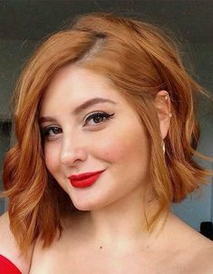 Fabulous Red Medium Length Hairstyles to Copy In 2020 Bobbed Hairstyles With Fringe, Bob Hairstyles For Round Face, Fringe Haircut, Short Hair Styles For Round Faces, Bob Hairstyles For Fine Hair, Medium Bob Hairstyles, Haircut For Thick Hair, Medium Thin Hair, Medium Hair Styles