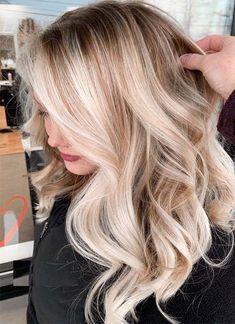 17 Stunning Examples of Balayage Dark Hair Color - Style My Hairs Silver Blonde Hair, Blonde Hair Looks, Blonde Hair With Highlights, Balayage Hair Blonde, Dark Blonde, Color Highlights, Chunky Highlights, Caramel Highlights, Light Blonde