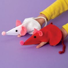 felt heart = cute mouse puppet! Maybe for preschool party?