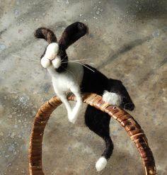 Basket Bunny Oreo von SarafinaFiberArt auf Etsy
