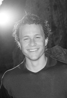 heath ledger...wow--always kinda thot bman might end up looking a little like him but thot i was just silly til i saw this pic...must've been pretty young here