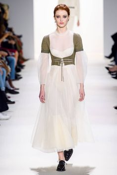 Brock Collection Fall 2019 Ready-to-Wear Fashion Show Collection: See the complete Brock Collection Fall 2019 Ready-to-Wear collection. Look 22 Couture Fashion, Runway Fashion, Women's Fashion, Fashion Trends, Fashion Show Collection, International Fashion, Mannequins, Classy Outfits, New York Fashion