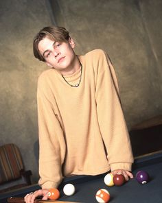 Leonardo DiCaprio Portrait Session He looks like a kitty playing with those balls😂😂😂 Leonard Dicaprio, Young Leonardo Dicaprio, Beautiful Boys, Pretty Boys, Beautiful People, Mode Streetwear, Hot Boys, Handsome Boys, Cute Guys