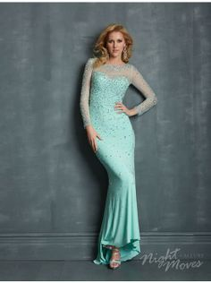 Elsa frozen prom dress. I would love to wear this!