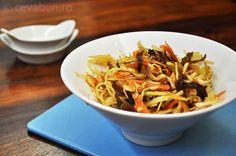 Salata de varza cu ciuperci urechi de lemn si sos de inspiratie orientala Japchae, Ethnic Recipes, Homemade Food, Food, Romania, Salads