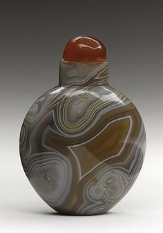 Snuff Bottle (Biyanhu), China, Late Qing dynasty, about 1800-1911, Carved agate, with carnelian stopper