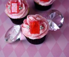 Inspiring princess cakes for a royal princess party! Cute birthday cake ideas for girl birthday party theme or the princess in your life. These sparkly jeweled cakes by Kristan at Confessions of a Cookbook Queen are fabulous. Royal Cupcakes, Sparkly Cupcakes, Princess Cupcakes, Bling Cupcakes, Ladybug Cupcakes, Kitty Cupcakes, Snowman Cupcakes, Giant Cupcakes, Princess Birthday