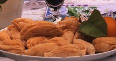 Cette recette de barbajuans, un plat typique du sud-est de la France, est préparée par Julie Andrieu et Jean-Marc Jouneau dans l'émission Les carnets de Julie.