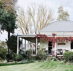 New farmhouse cottage exterior country 65 ideas Weatherboard House, Queenslander, Country Style Magazine, Living Pool, Cottage Exterior, Australian Homes, Australian Country Houses, Country Farmhouse, Farmhouse Decor