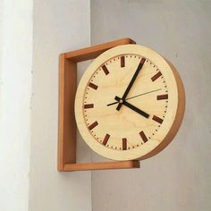 Clocks – Decor : Side view wooden clock -Read More – Wooden Clock, Wooden Walls, Wooden Diy, Handmade Wooden, Wall Wood, Wooden Decor, Decoration Palette, Wall Clock Design, Clock Wall