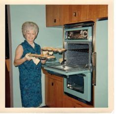 One of my apartments had this exact color scheme+~ Vintage Color Photograph ~+  Crushin on this aqua oven!