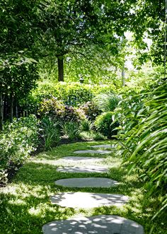 Gorgeous Winter Garden Design Ideas With Backyard To Try Garden Cottage, Lush Garden, Shade Garden, Dream Garden, Garden Beds, Modern Garden Design, Contemporary Garden, Landscape Design, Landscape Architecture