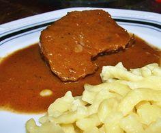 Rinderbraten nach Omas Lieblingsrezept ist das perfekte Sonntagsessen. Als Beilage schmecken Kartoffelpüree, Klöße oder einfach Salzkartoffeln.