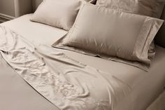 This luxury Taupe colour contrasts beautifully with so many shades and colours is a great asset in the bedroom.  This set consists of 3 pieces:a Plain Fitted sheet (40 cm deep pocket) and two standard plain pillow cases. Linen Sheets, Best Thread Count, Taupe Colour, Luxury Bed Sheets, Bed Sheet Sets, Cotton Bedding, Bed Sizes, Flat Sheets