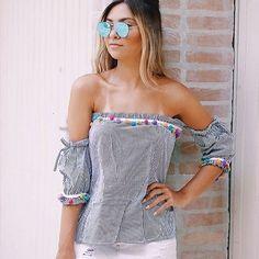 Além de versáteis, as blusas ciganinhas ficam incríveis em looks depojados e estilosos. Aposte no modelo listrado com aplicações de pompom, tendência que ganhou o coração das fashionistas!❤️Onde encontrar: Lilymis (Rua São Paulo, 815 - Loja 753 - Centro) #feirashop #lindadefeirashop #moda #modabh #modamineira #modaparameninas #look #lookdodia #trend #tendencia #style #estilo #fashion #blusa #ciganinha #pompom #bh #verao