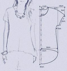 "vamos combinar: MOLDE BLUSA MULLET ""Smooth sleeve hi/low tshirt"", ""check out my website for more . Tunic Sewing Patterns, Sewing Blouses, Clothing Patterns, Dress Patterns, T Shirt Patterns, Tunic Pattern, Sewing Stitches, Coat Patterns, Fashion Sewing"