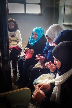 As mãos das mulheres sírias aquecem famílias portuguesas | P3