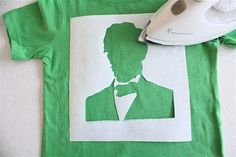 """TUTORIAL: President's Day shirts (""""Intermediate"""" Freezer Paper Stenciling) Sewing Crafts, Sewing Projects, Craft Projects, Diy Crafts, T Shirt Stencils, Freezer Paper Stenciling, Crafty Craft, Crafting, Silhouette Cameo Projects"""