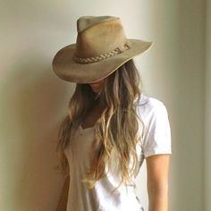 MINNETONKA LEATHER HAT  //  Bohemian Wide Brim Tan Light Brown Leather Hat  //  Boho Suede Leather Minnetonka Hat
